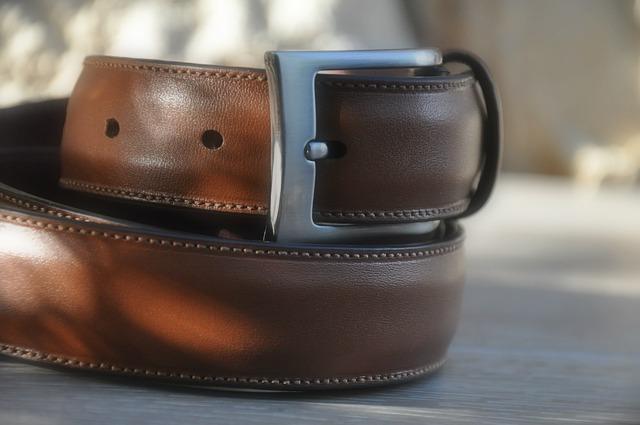 b3e6dc8d758 Look homme   on opte pour la ceinture de luxe chic en cuir